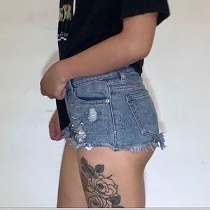 FOREVER 21 LOW RISE EMBROIDERED SHORT